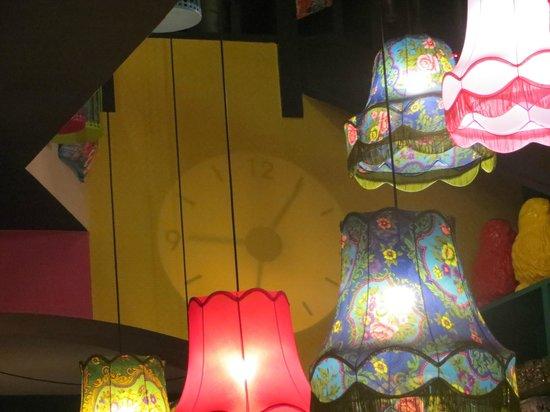 Arthie's: magnifique horloge, projeté sur le mur