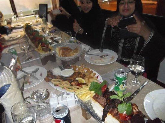 Al Mayas Restaurant: Meter long kebab