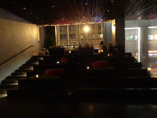 Row NYC Hotel : lobby bar - cool place to hang-out