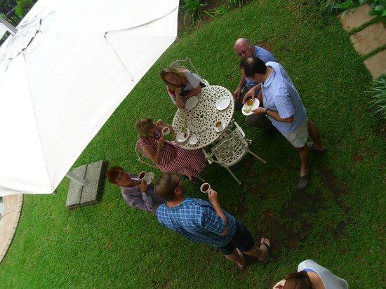 Cricklewood Manor: Tea-time