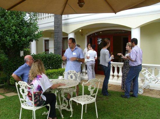 Cricklewood Manor : Tea-time