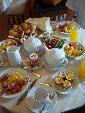 Hilton Molino Stucky Venice Hotel: Breakfast
