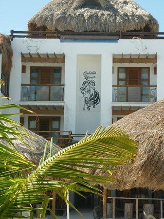 Hotel El Caballo Blanco: fachada