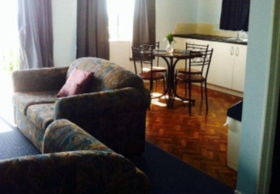 Mangawhai Retreat Apartments: lounge/kitchen in apartments