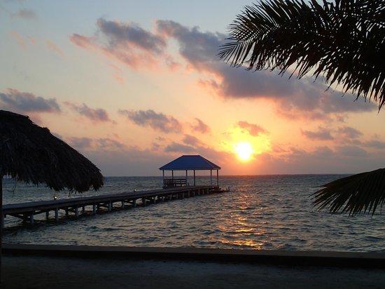 Cocotal Inn & Cabanas: Sunrise from our beach