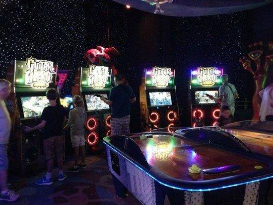 DisneyQuest Indoor Interactive Theme Park : Guitar Hero games.