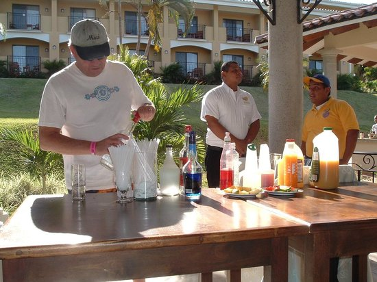 Occidental Grand Papagayo by Barcelo: Making a Cocktail