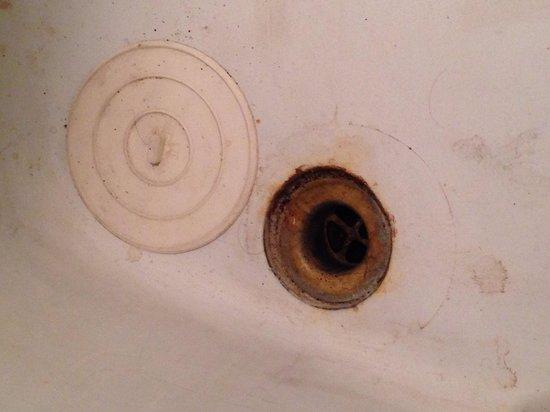 Dwell 76 : Tub wasnt cleaned