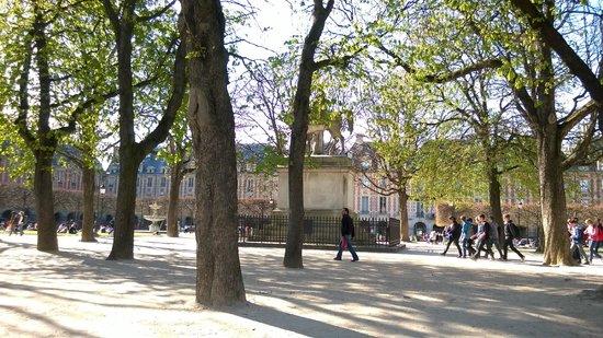 Place des Vosges : Η πλατεία Βοσγίων