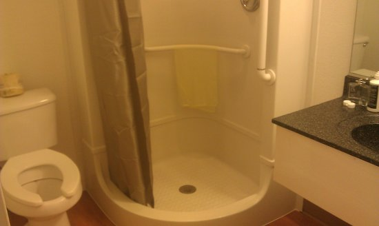 Motel 6 Weed - Mount Shasta: Updated bathrooms with great water pressure!