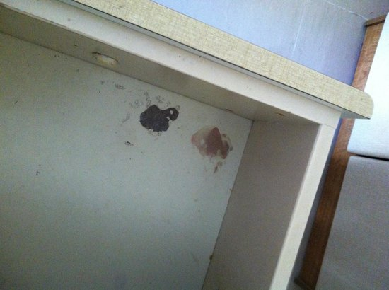 San Pawl Hotel: stained drawer