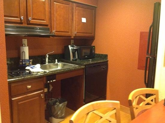Homewood Suites Madison West: The kitchen area