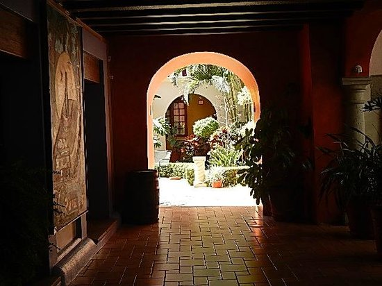 Hotel Trebol: View towards a patio area