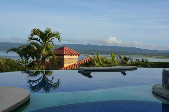 Linda Vista Hotel : Pool and lake view