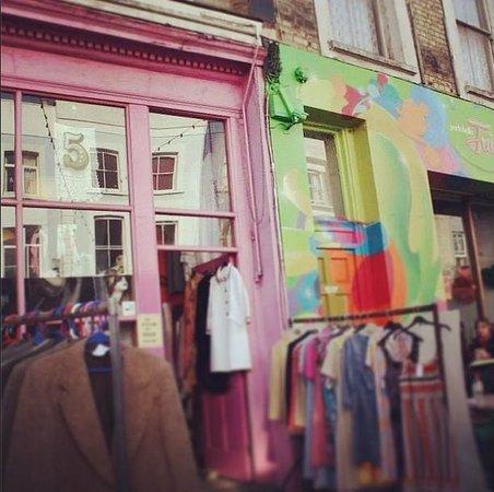 Portobello Road Market: Some shops near the market