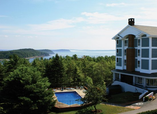 Bluenose Inn - A Bar Harbor Hotel: View of Frenchman Bay