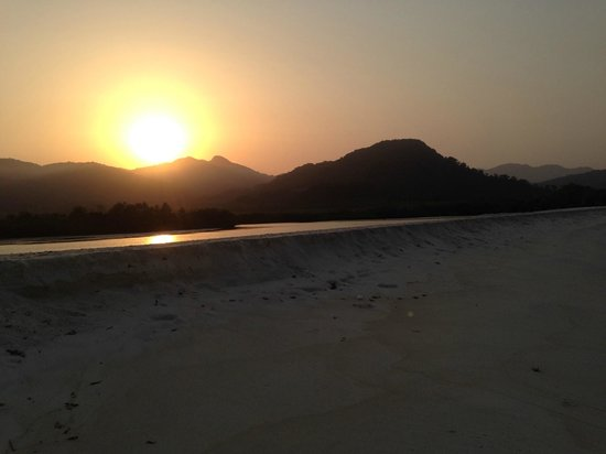 Tokeh Sands Beach Resort: Sunset from the beach