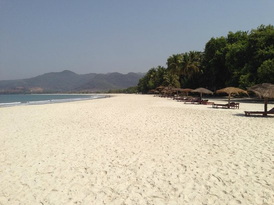 Tokeh Sands Beach Resort: Private beach and parasols
