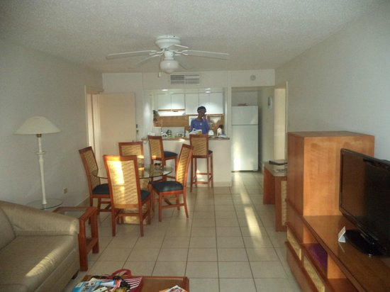 Caribbean Palm Village Resort: Living room