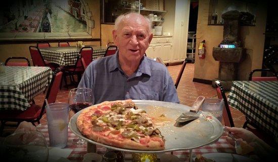 Bella Napoli Pizzeria & Restaurant: Love the pizza here!!!!