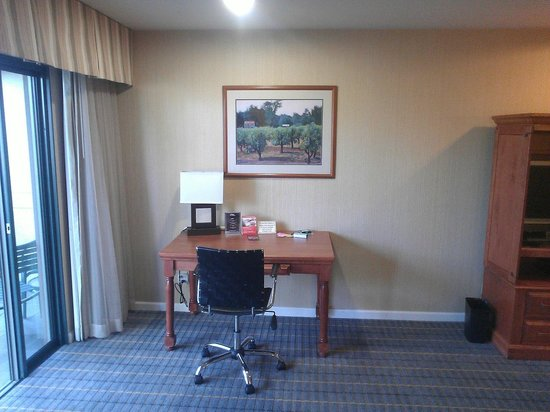 Creekside Inn - A Greystone Hotel: Business desk