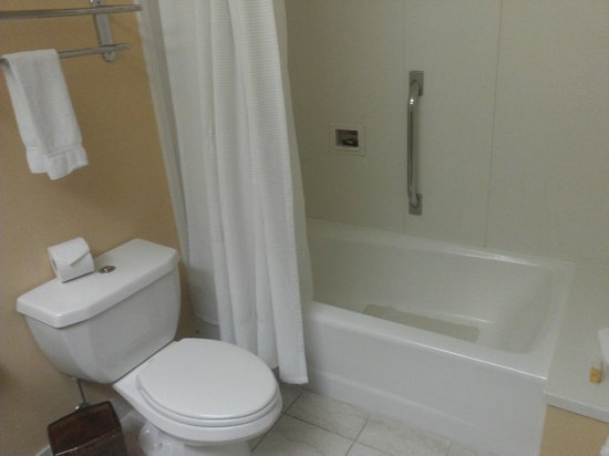 Creekside Inn - A Greystone Hotel: Bathroom