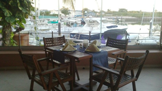 The Seafarer Restaurant: Vista hacia la Marina