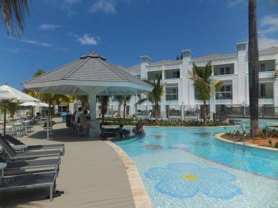 Azul Beach Resort Sensatori Jamaica by Karisma : Swim-up Bar