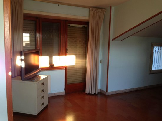 B&B Esmeralda: living area in suite