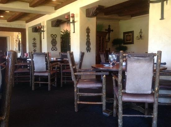 Stables Ranch Grill: Beautifully decorated