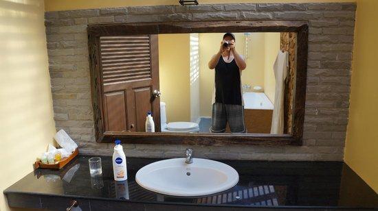 Grand Manita Beach Resort: Waschbeckenbereich mit extra grossem Spiegel