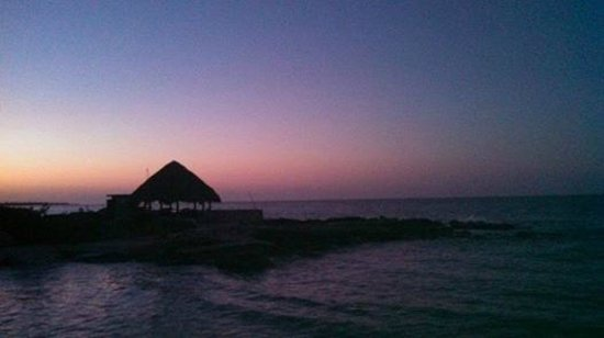 Coral Cove Resort: Cool Jamaican Sunrise from Coral Cove Beach Resort & Spa