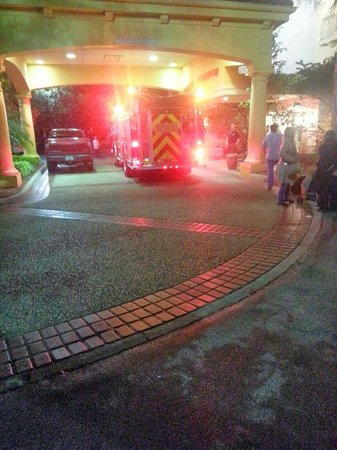 La Quinta Inn & Suites Orlando Convention Center: fire truck in the early morning hours