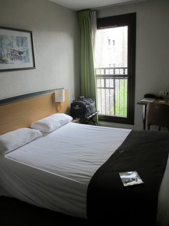 Hotel Paris Louis Blanc: One of the top floor rooms