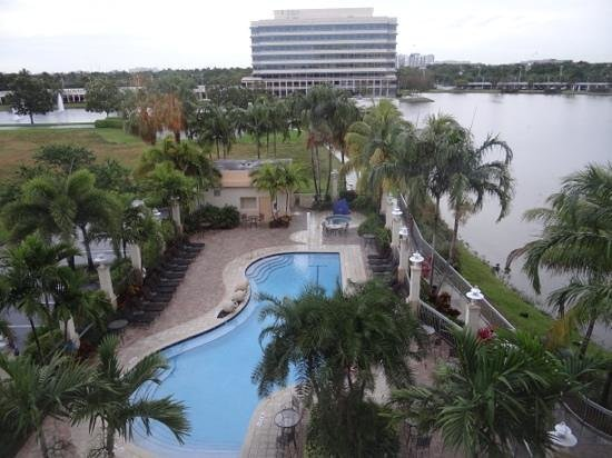 Renaissance Fort Lauderdale-Plantation Hotel : the view from our fourth floor window.