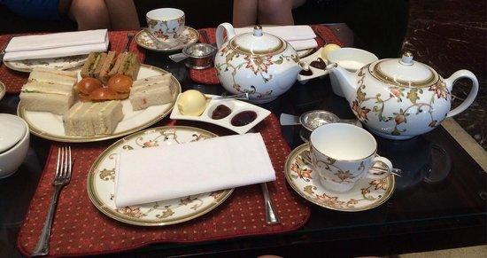 Amaranto Restaurant - Four Seasons Hotel London at Park Lane : Tea setting