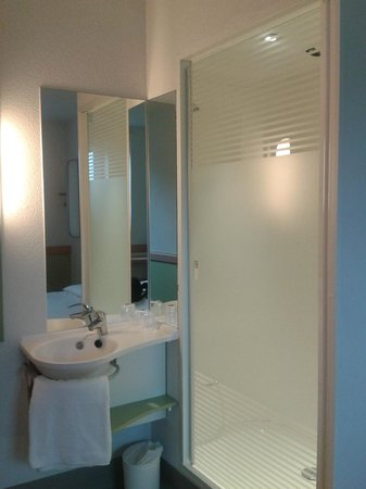 Hotel ibis budget London Whitechapel - Brick Lane : Baño integrado