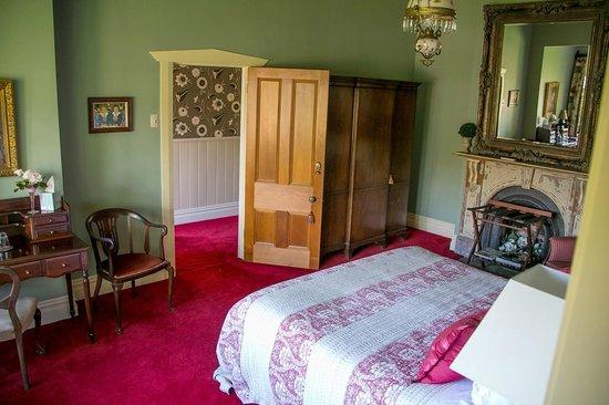 Eden Villa Bed & Breakfast : The floral room