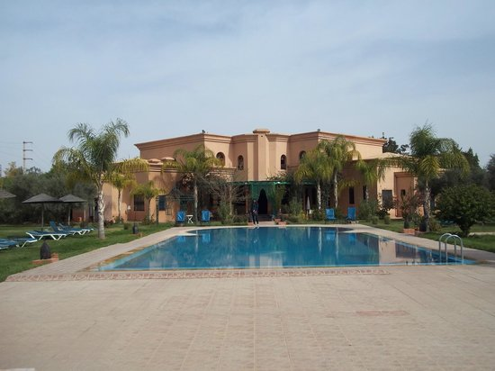 Las Palmeras : The hotel from the back garden