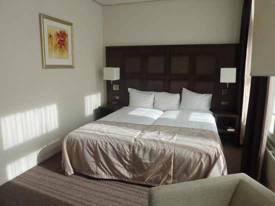 Post-Plaza Hotel & Grand Cafe: our room