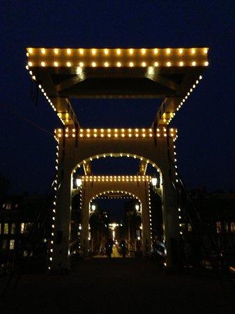 Magere Brug: Skinny Bridge at night