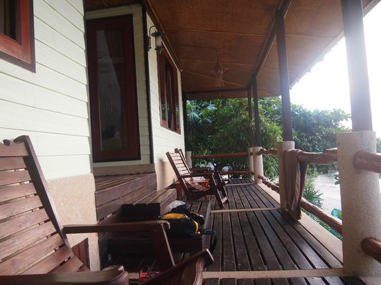 Loyfa Natural Resort: Beachfront Bungalow Terasse