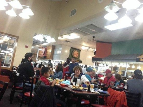 Golden Corral: Dining area and typical clientele.