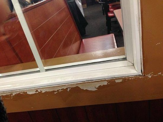 Golden Corral: Place is in disrepair with peeling paint.