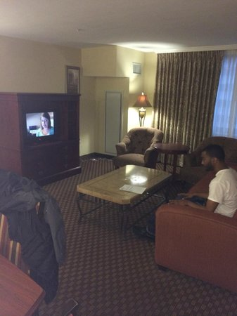 Clarion Collection Hotel Arlington Court Suites: Livingroom Area