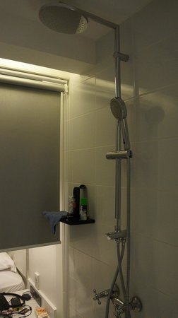 S Sukhumvit Suites Hotel : Dusche