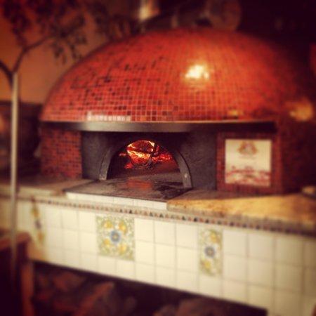 Vecchia Napoli : Vecchia pizzeria is the name.