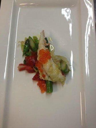 La Botte di Bacco : Astice fresco su letto di insalatian di asparagi fragole e riduzione di aceto balsamico