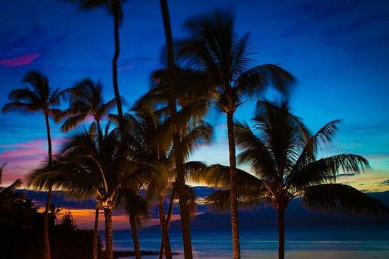 Honokeana Cove Condominiums : Sunset View From Unit 212