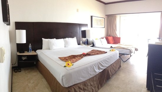 Azul Ixtapa Beach Resort & Convention Center : King  (roll away for the teen was a real bed not a folded one)